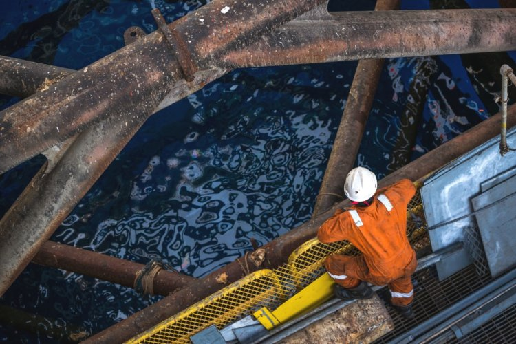 How Offshore Oil Drilling Works